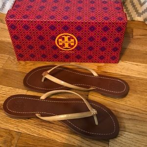 Tory Burch - Terra Thong in Sun Beige size 11